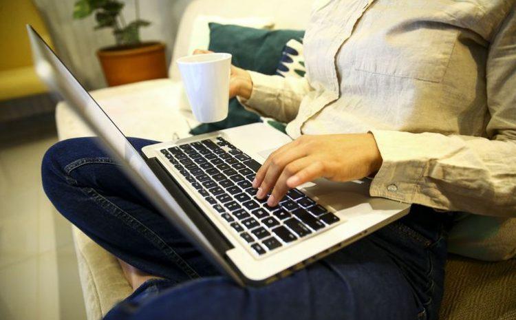 Servidora pública garante direito de realizar teletrabalho no exterior