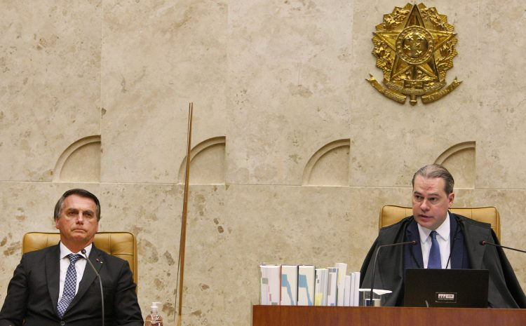 Com presença de Bolsonaro, Toffoli é homenageado durante última sessão na presidência do STF