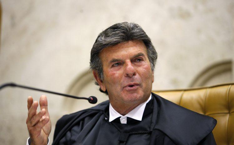 """""""Harmonia entre os Poderes não se confunde com subserviência"""", diz Fux ao assumir STF"""