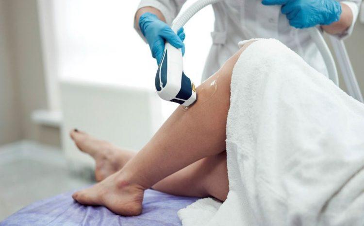 Empresa deve indenizar cliente ferida em depilação a laser