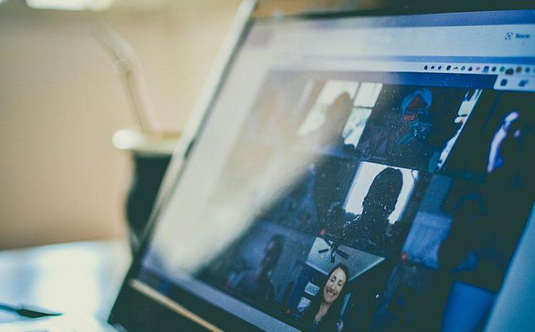 Simular problema técnico durante audiência virtual gera multa por má-fé, condena juíza