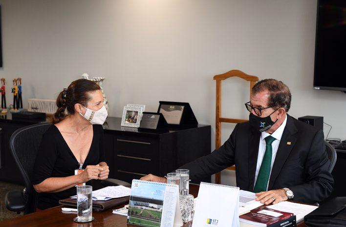 Presidente do STJ recebe cidadãos de todo o país para ouvir críticas e sugestões