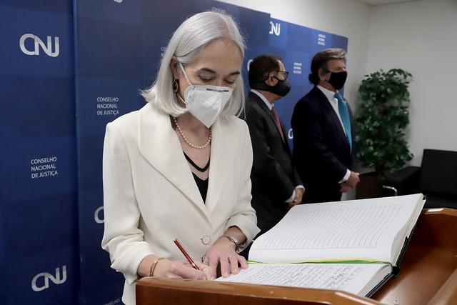 Ministra Maria Thereza de Assis Moura toma posse como corregedora nacional de Justiça