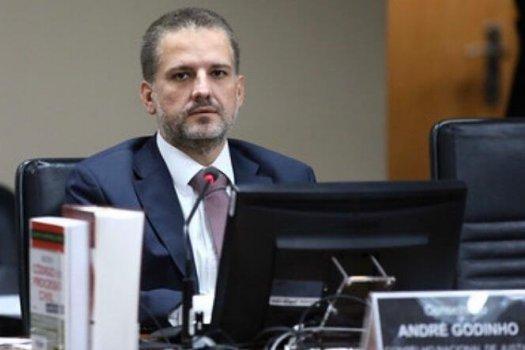 Desembargador deve atender advogado ainda que forma virtual, diz conselheiro do CNJ