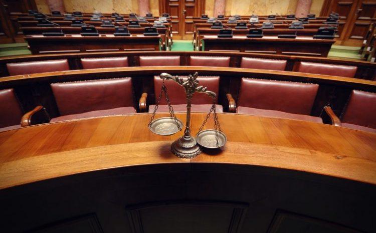 Juiz, promotor e defensor poderão ser punidos diante de ato abusivo contra mulher em audiência