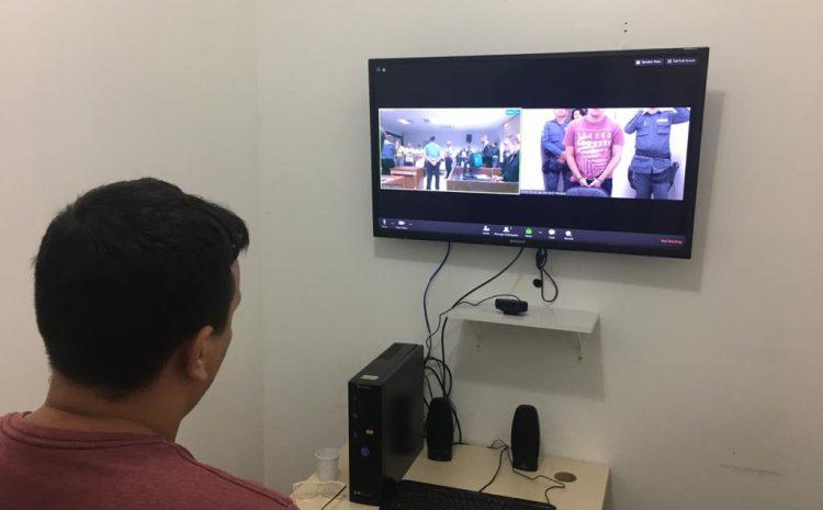 Réu acusado de feminicídio pode participar do júri por videoconferência