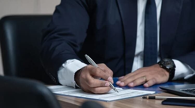 Advocacia não se submete à Lei de Lavagem de Dinheiro, decide OAB