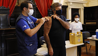 Presidente do STF toma 1ª dose da vacina contra Covid-19