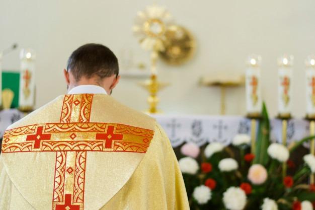 Arquidiocese não responde por abuso cometido por padre sem batina, diz STJ
