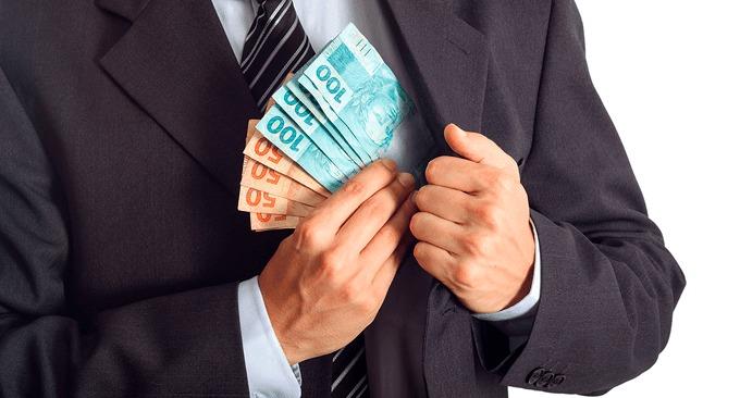 Advogado que reteve valores indevidamente deve indenizar cliente