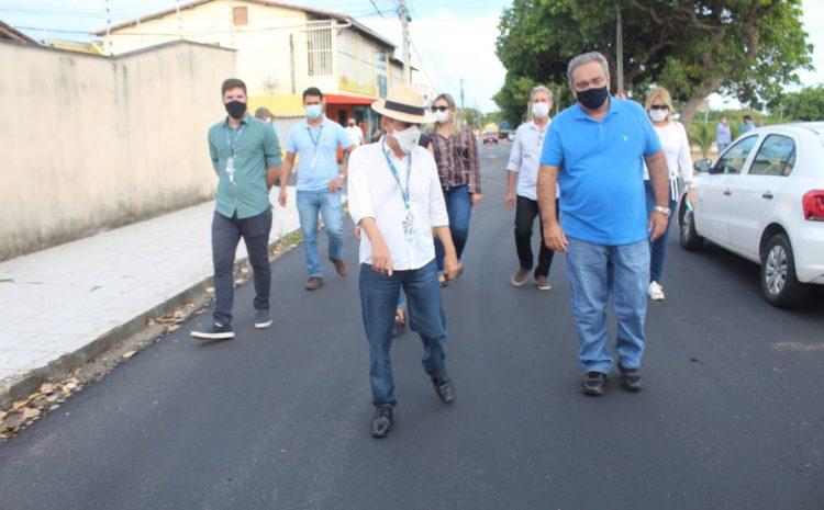 Álvaro Dias vistoria obras em conjuntos da Zona Norte