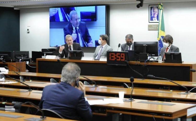 Juízes e promotores defendem férias de 60 dias e rejeitam reforma