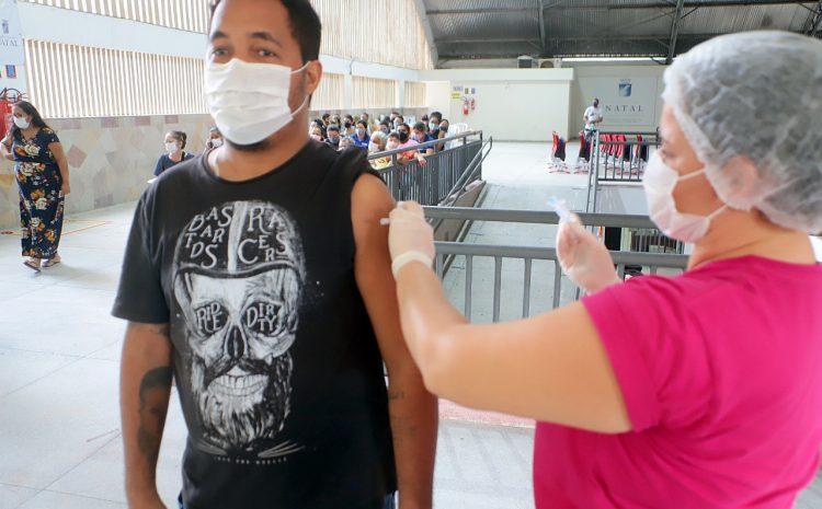 Natal chega a 20% de sua população vacinável imunizada com duas doses contra a Covid-19