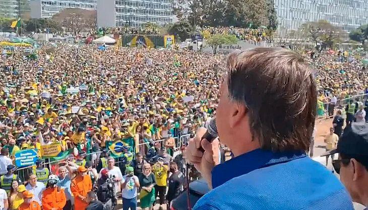 """Bolsonaro diz que Fux tem que 'enquadrar' Moraes: """"Ou esse Poder pode sofrer o que não queremos"""""""